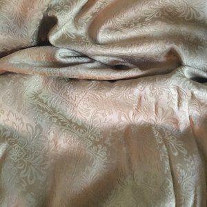 Fieldcrest Luxury Gold Jacquard Table Cloth